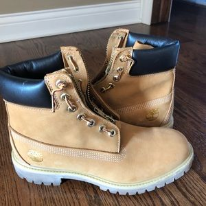 Brand new limited edition timberlands !!